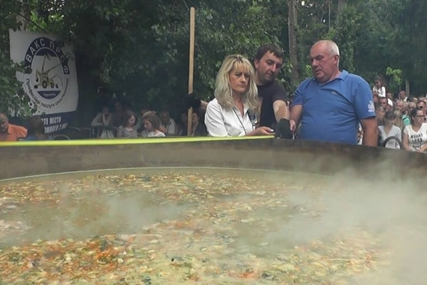 У Тернополі гастрономічний рекорд – 3009 літрів рибної юшки та рекордний казан вагою 3 тони