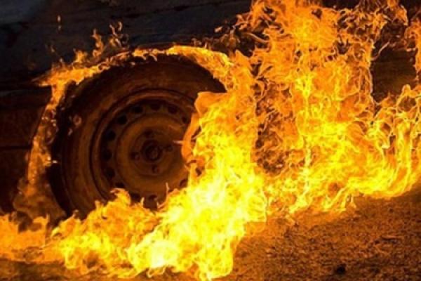 Тернопільські патрульні загасили вантажівку, яка загорілася