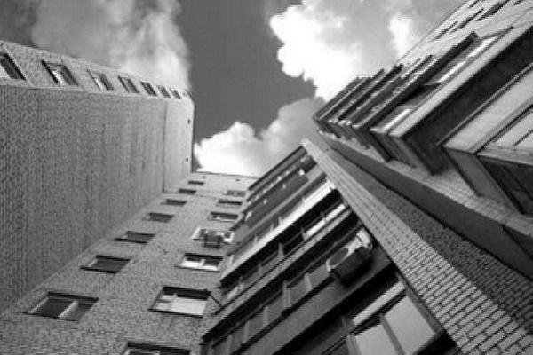 У Тернополі жінка загинула, випавши з 7-го поверху