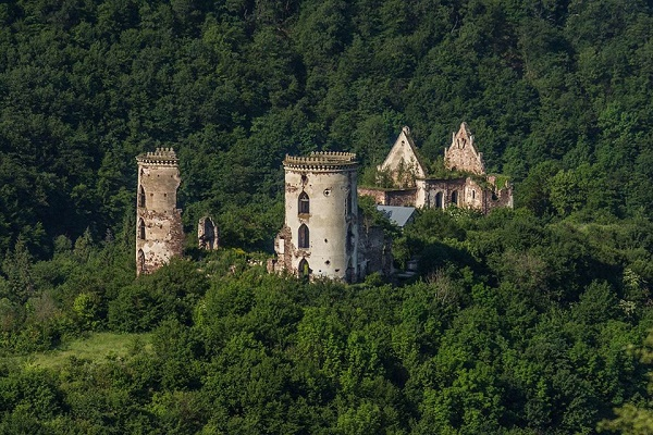 Таємниці Червоного замку, які зникають разом з ним