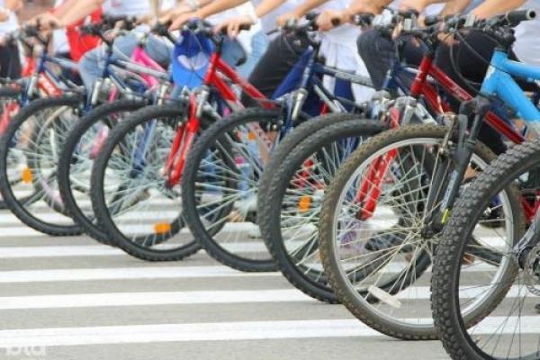 Тернополянин та ще 12 українців розпочали велопробіг на 10 000 кілометрів (Відео)