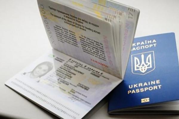 На Тернопільщині не видаватимуть ID-картки та закордонні паспорти