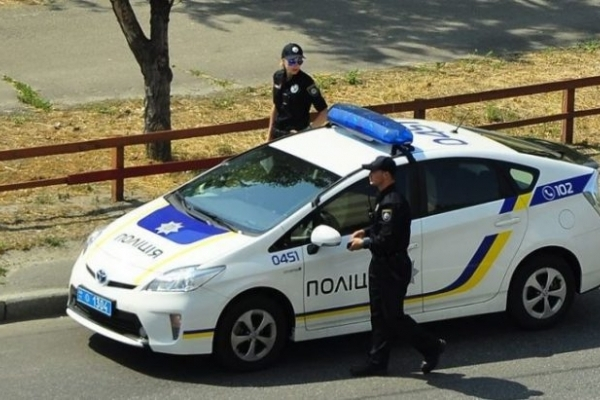 Патрульні Тернополя вимагають документи на газон (Фото)