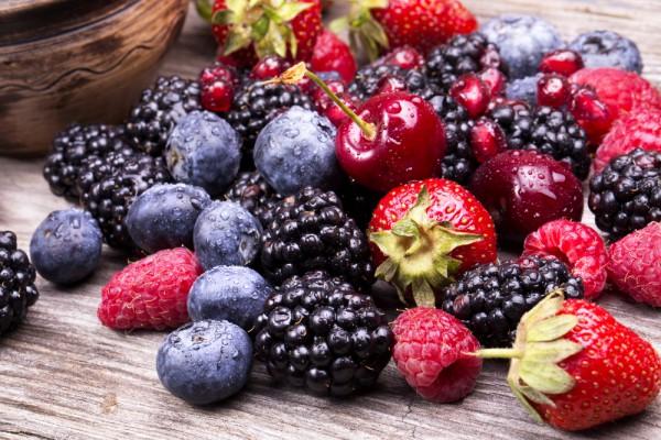 Як можна нашкодити організмові свіжими ягодами та фруктами