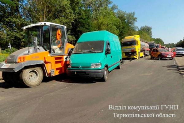 На Тернопільщині сталася масштабна ДТП, постраждало п'ятеро людей