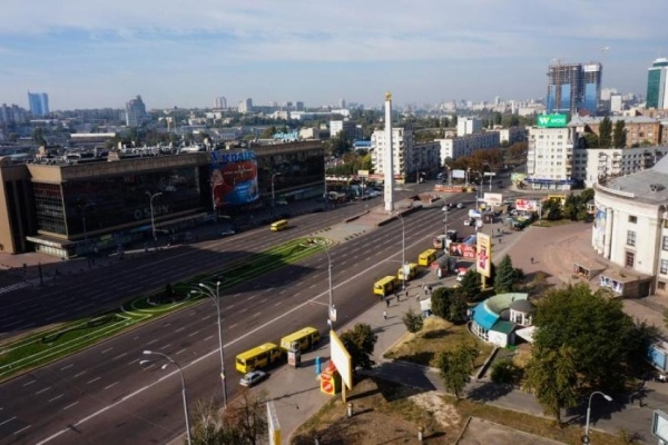 Гола жінка прогулялася центром Києва (Відео)