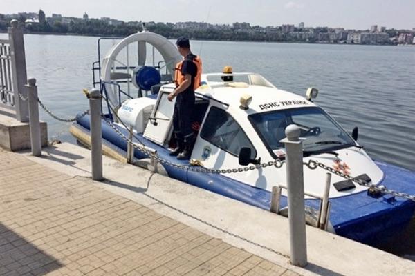 У Тернопільському ставі втопилася 19-річна дівчина. Тривають пошуки хлопця.