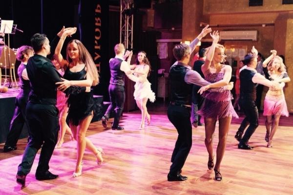 6 серпня тернополян запрошують на вечірку соціальних танців на набережній тернопільського ставу