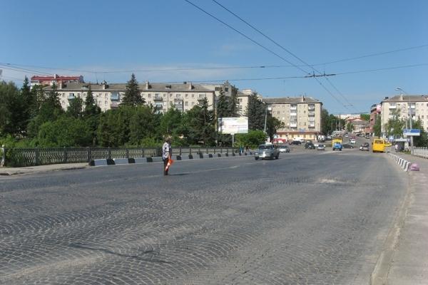У Тернополі проводять реконструкцію дамби