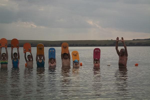 На Тернопільщині проводять навчання дітей з плавання