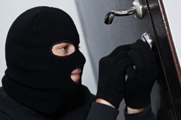На вулиці Чалдаєва патрульні затримали чоловіка, якого підозрюють у крадіжці