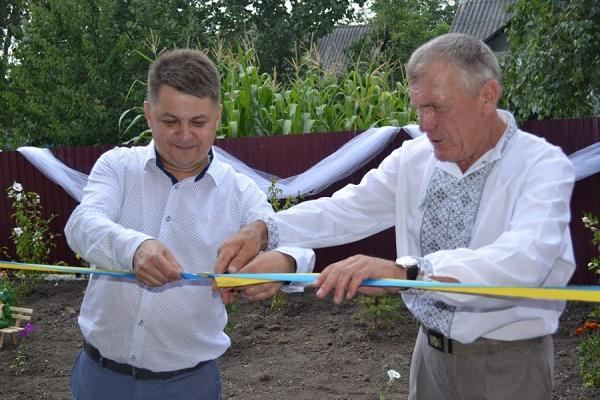 У селі Іване-Пусте, що на Борщівщині, голова облради Віктор Овчарук відкрив відремонтований дитячий садочок