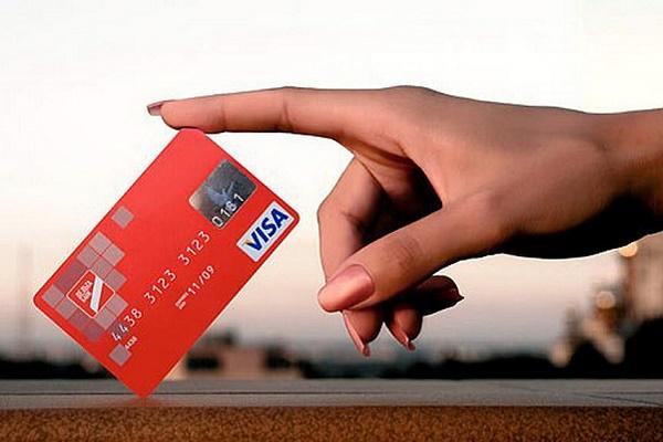 Співмешканець «здав» свою пасію поліції, бо та без дозволу зняла гроші з картки