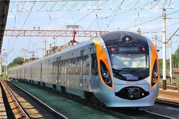 Тернополяни не зможуть доїхати до Закарпаття потягом