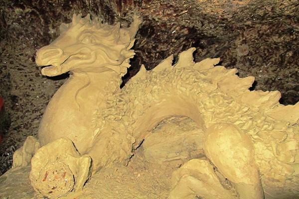 Містична Маяка Оптимістичної печери охороняє скарби та нові підземні скульптури (Фото)