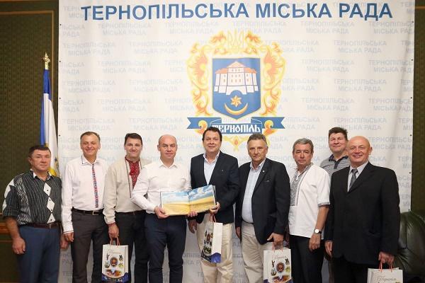 Очільник Тернополя Сергій Надал зустрівся з учасниками «Просвіти» з Аргентини