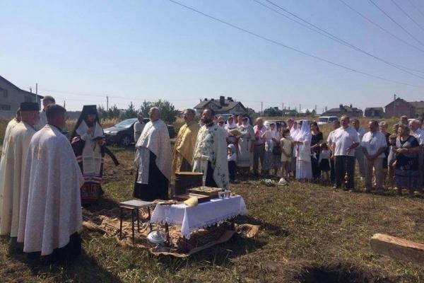 Архієпископ Нестор заклав наріжний камінь під будівництво храму у Байківцях