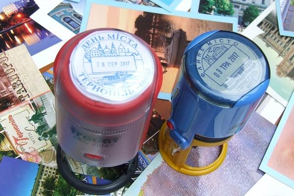 Рекордні листівки з Тернополя подолають шлях у 10 земних екваторів (Фото)