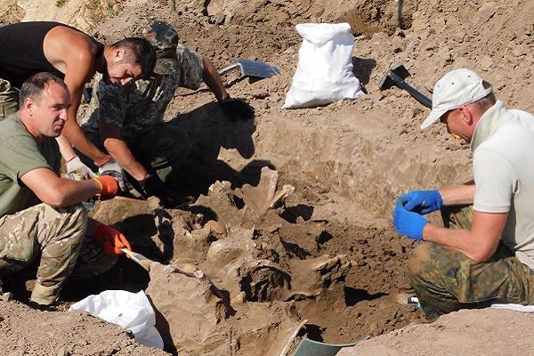 У кар'єрі на Тернопільщині знайшли місце захоронення (Фото)