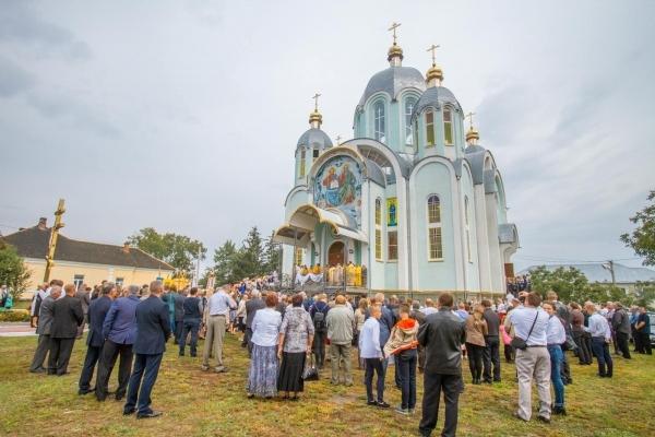 В Копичинцях освятили один з найкрасивіших храмів Тернопільської області (Фото)