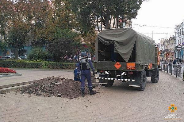В центрі Тернополя, поблизу пам'ятника Соломії Крушельницькій, викопали снаряд
