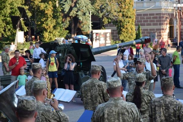 З параду на Хрещатику – на Театральний майдан у Тернополі (Фото)