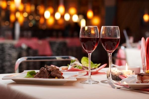 У Тернополі бізнесмен оголосив свій ресторан храмом, щоби не закриватися на вихідні