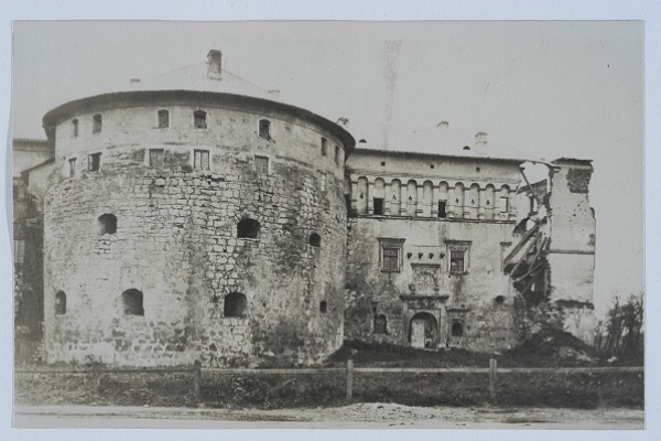 Бережанський замок на ретросвітлинах