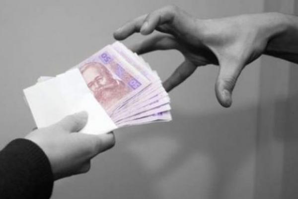 «Тільки переїхали в новий будинок, а там уже вимагають гроші на двері», - мешканці обурені!