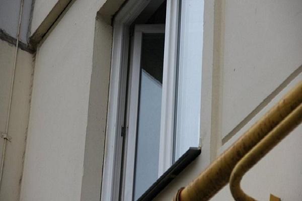 У санаторії на Борщівщині пенсіонерка випала з вікна