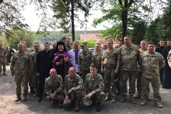 В святому місці на Тернопільщині багато військових (Фото)