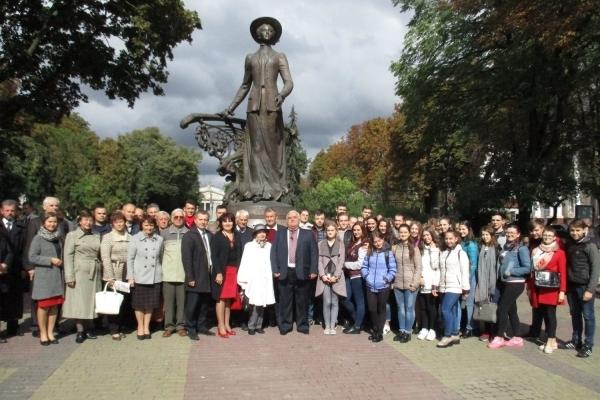 У 145-й день народження Соломії Крушельницької студенти та викладачі Тернопільського музучилища вшанували видатну землячку