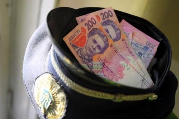 Начальник сектору поліції з Лановець за хабар 400 доларів постане перед судом