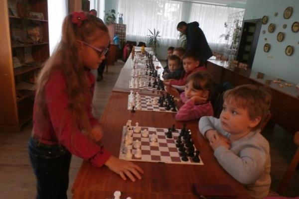 Другокласниця з Тернопільщини «віртуозно» грає в шахи