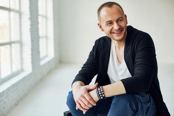Павло Табаков презентував новий кліп і їде з концертом у Тернопіль