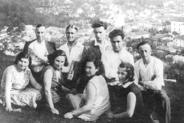 Кременчани перед від'їздом до Палестини на фото 1930-х років