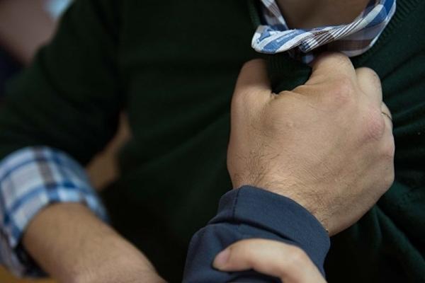 На Тернопільщині агресивний молодик знущається над матір'ю, бабусею та сестрою