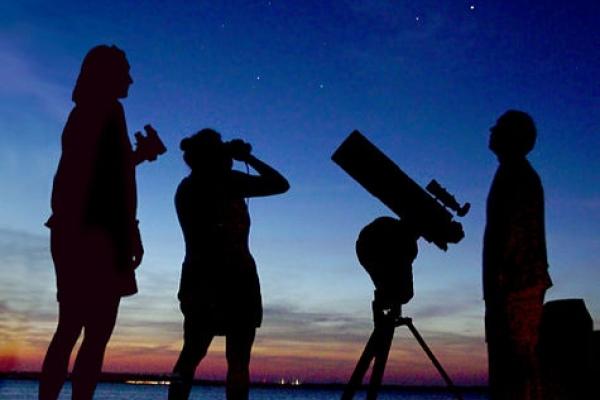Тернополяни зможуть побачити у вечірньому небі дивовижне явище