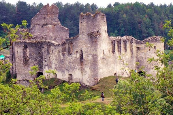Мандрівка до «замку-корабля» на Тернопільщині (Фото)