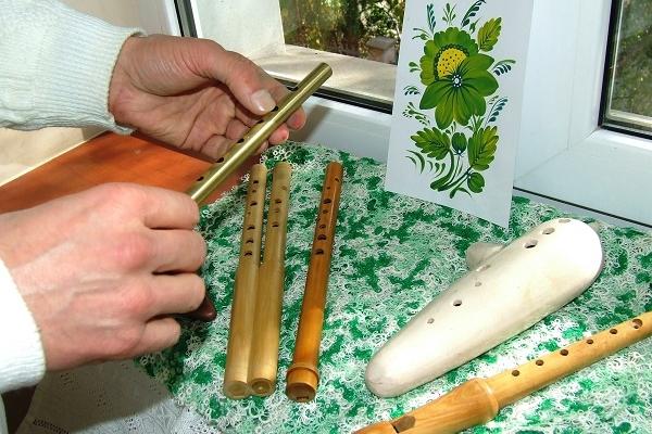 Тернополяни різного віку займались петриківським розписом та слухали золоту флейту