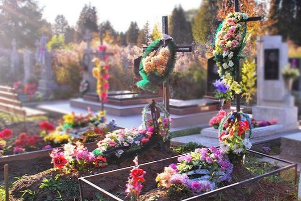 На Тернопільщині почали красти речі із цвинтарів