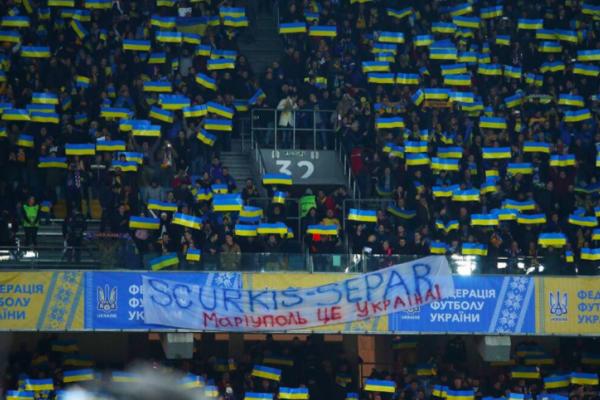 Глядачі на НСК «Олімпійський» обізвали Суркіса сепаратистом (Фото)