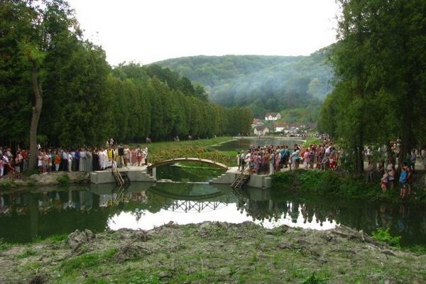 Вражаючі світлини занедбаного парку та озера на Тернопільщині, які перетворили в рекреаційну зону (Фото)