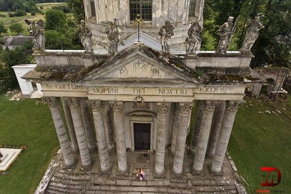 Унікальний храм на Тернопільщині з висоти пташиного польоту: вражаюче відео