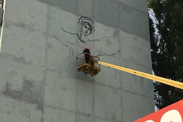 Будинок в Миколаєві оздобили малюнком відомого художника з Тернопільщини (Фото)