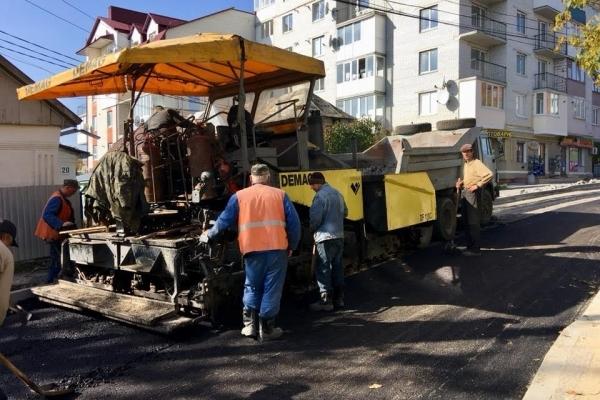 До кінця тижня вулицю Глиняну відкриють для проїзду водіїв