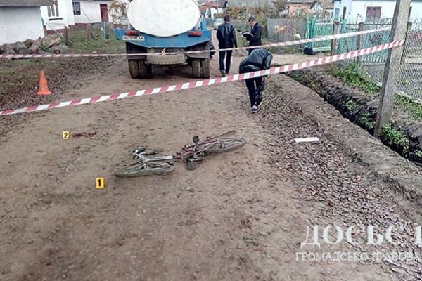 На Бережанщині під колесами молоковоза загинув хлопчик