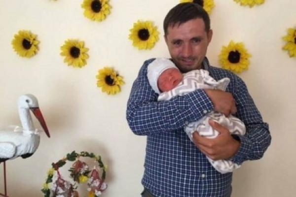 Після загадкової смерті породіллі з Тернополя, родина рятує її синочка