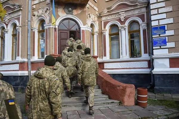 Військові 44-ої артилерійської бригади вшановують Героїв УПА
