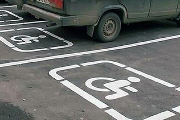 Для тернополян зросли штрафи, які паркуються на місцях інвалідів